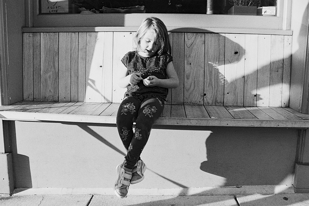 black and white reportage child photographer